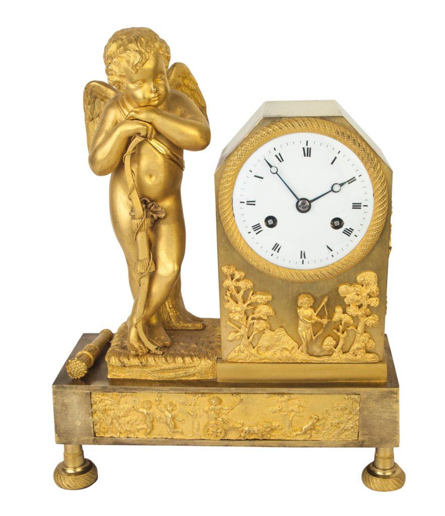 Die Vergänglichkeit der Zeit symbolisiert durch Armor, der seine Pfeile abgelegt hat und nachdenklich über die verrinnende Zeit gestützt auf seinen Bogen nachdenkt.