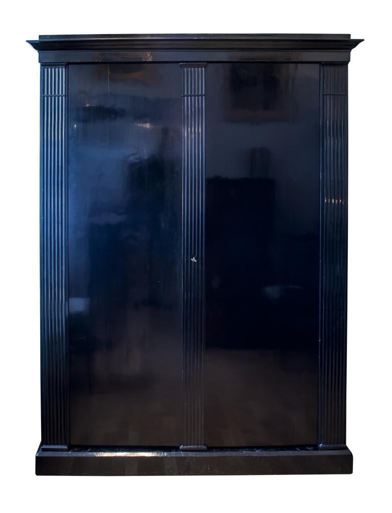 Empireschrank-um-1800-ebonisiert-1.